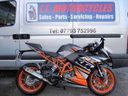 KTM RC 125 2015 8390 miles black/orange Akrapovic exhaust Fantastic condition!